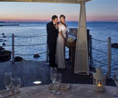Il matrimonio di sera sul mare
